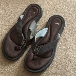 Shoes - Nike flip flops